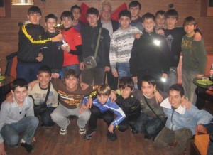 Малките шампиони заедно с треньора си и кмета на града